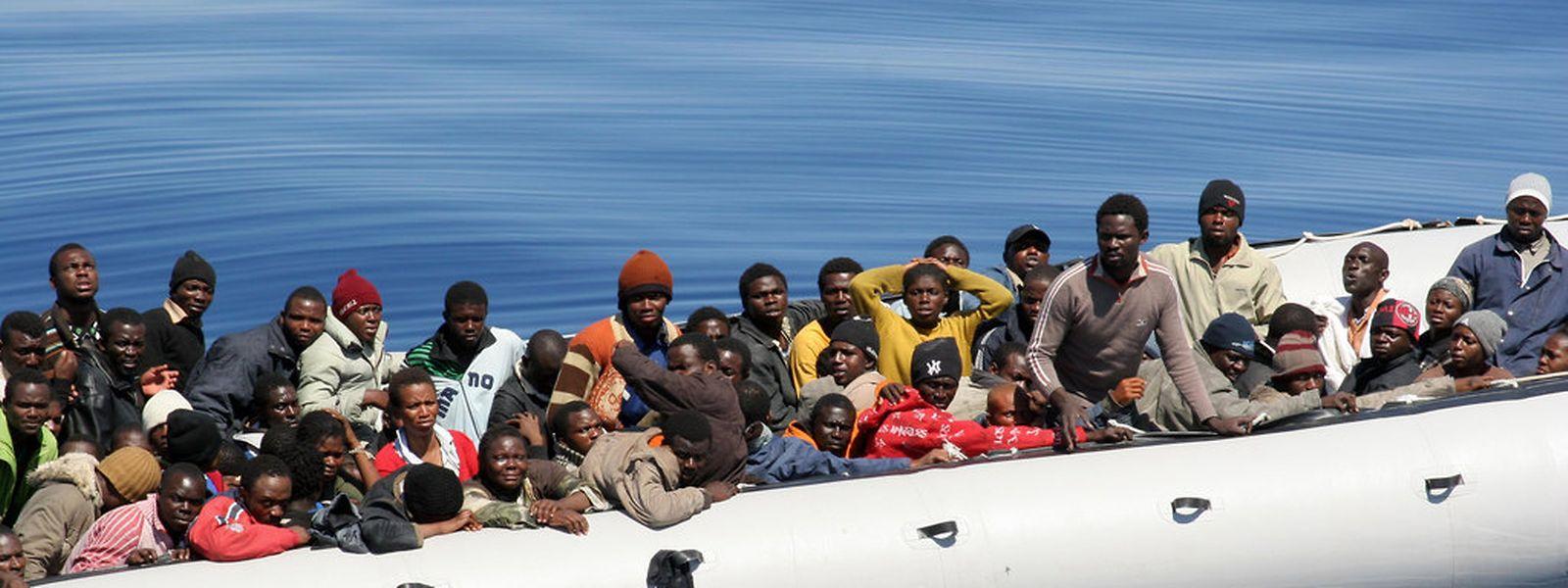 Immer wieder ertrinken Flüchtlinge bei ihrer Überfahrt durch das Mittelmeer.