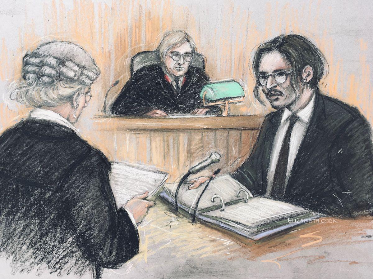 Diese Gerichtsskizze vonElizabeth Cook zeigt Johnny Depp, Schauspieler aus den USA, bei seiner Anhörung in seiner Verleumdungsklage gegen den Verlag der Boulevardzeitung «The Sun». Er wird von Rechtsanwältin Sasha Wass (l) und Richter Nicol (M) vernommen.