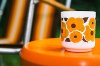 Orange ist die Farbe, die auch den Siegeszug des Kunststoffes begleitet.