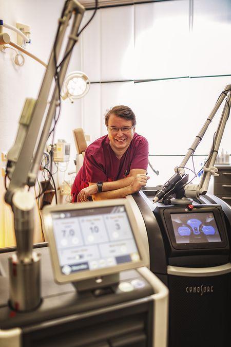 Klaus Hoffmann ist Dermatologe und leitet das Zentrum für Lasermedizin an der Uni-Hautklinik Bochum.