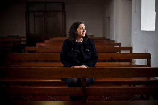 Dora Cruz, 31 ans, est institutrice d'école maternelle. Elle est ici dans l'église de Campinho à Reguengos de Monsaraz (29 janvier 2017).