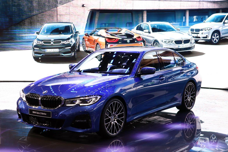 Als konventionelle Limousine gibt bei BMW die siebte Generation des Dreiers auf dem Autosalon ihren Einstand.