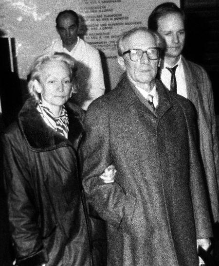 Der ehemalige Staats- und Parteichef der DDR, Erich Honecker (M), und seine Ehefrau Margot.