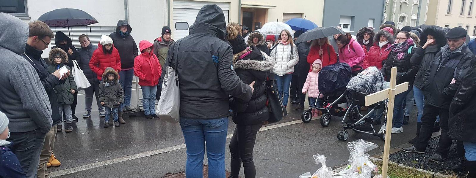 A cerimónia teve lugar na rua Grande-Duchesse Charlotte, perto do hospital da cidade, no fatídico local do acidente.