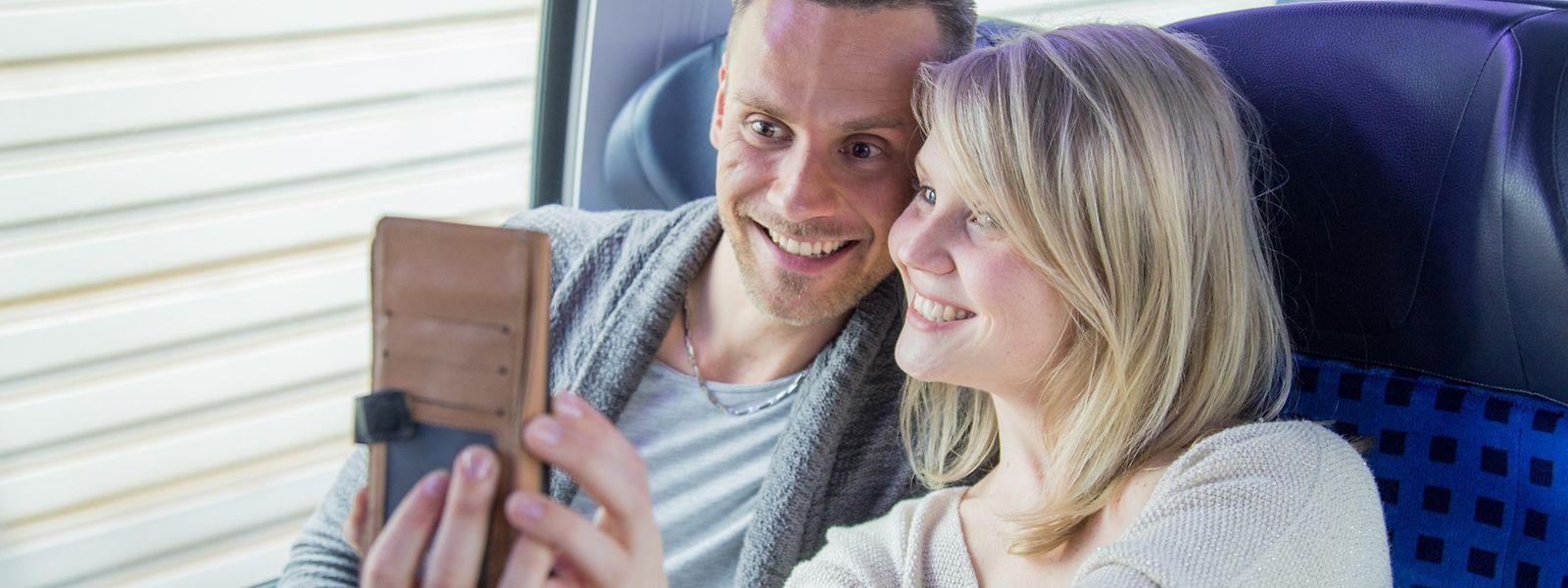 Manchmal reicht schon ein Lächeln - und das Smartphone löst bei Selfies von ganz alleine aus.