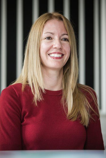 María Mateo Iborra, espagnole d'origine, est diplômée en ingénierie des télécommunications. Celle qui se décrit comme une «passionnée par le monde des start-up» s'est intéressée pour la technologie de la blockchain très tôt. Les connaissances qu'elle a accumulées dans le domaine l'ont conduit à co-fonder Bitvalley.