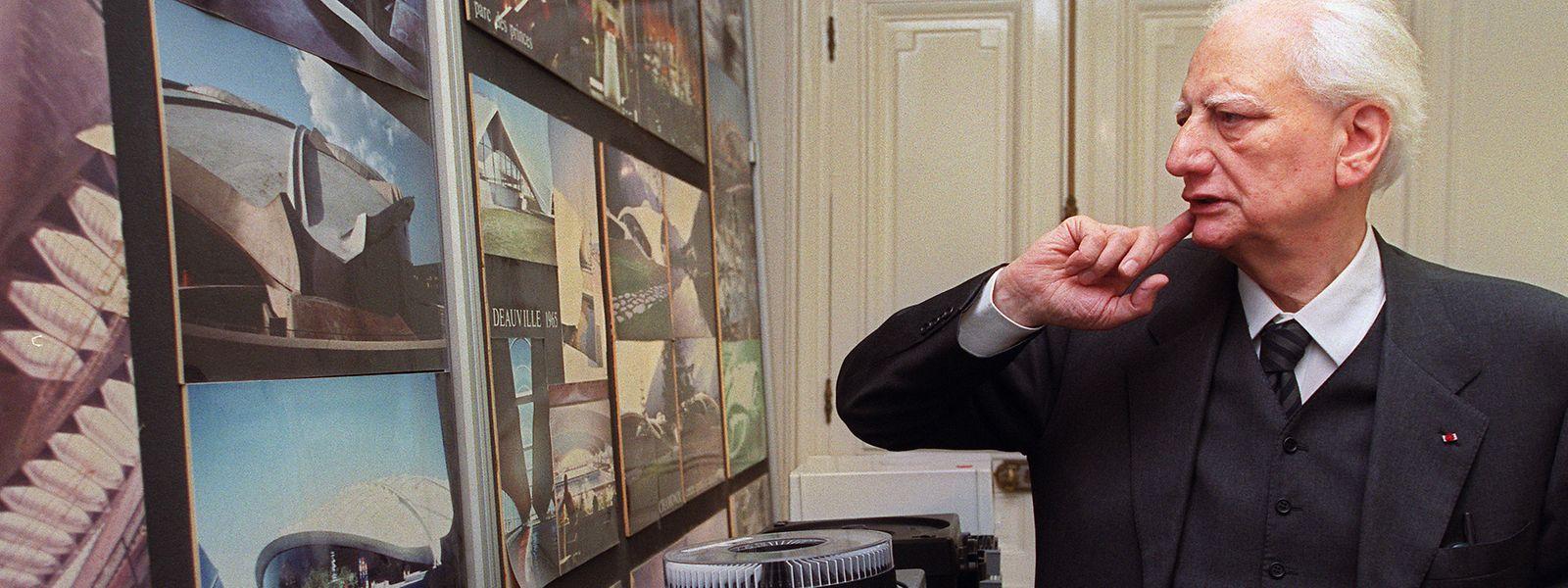 Roger Taillibert dans son bureau parisien