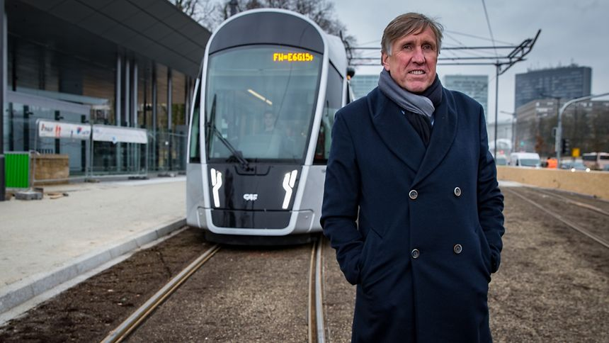 Vorteil der Tram ist laut Infrastrukturminister François Bausch, dass sie auf einer eigenen Fahrspur unterwegs ist – und demnach nicht, wie die Busse, im Stau stecken bleibt. Davon sollen die Passagiere profitieren – auch wenn das mit sich bringt, dass sie künftig öfter umsteigen müssen.