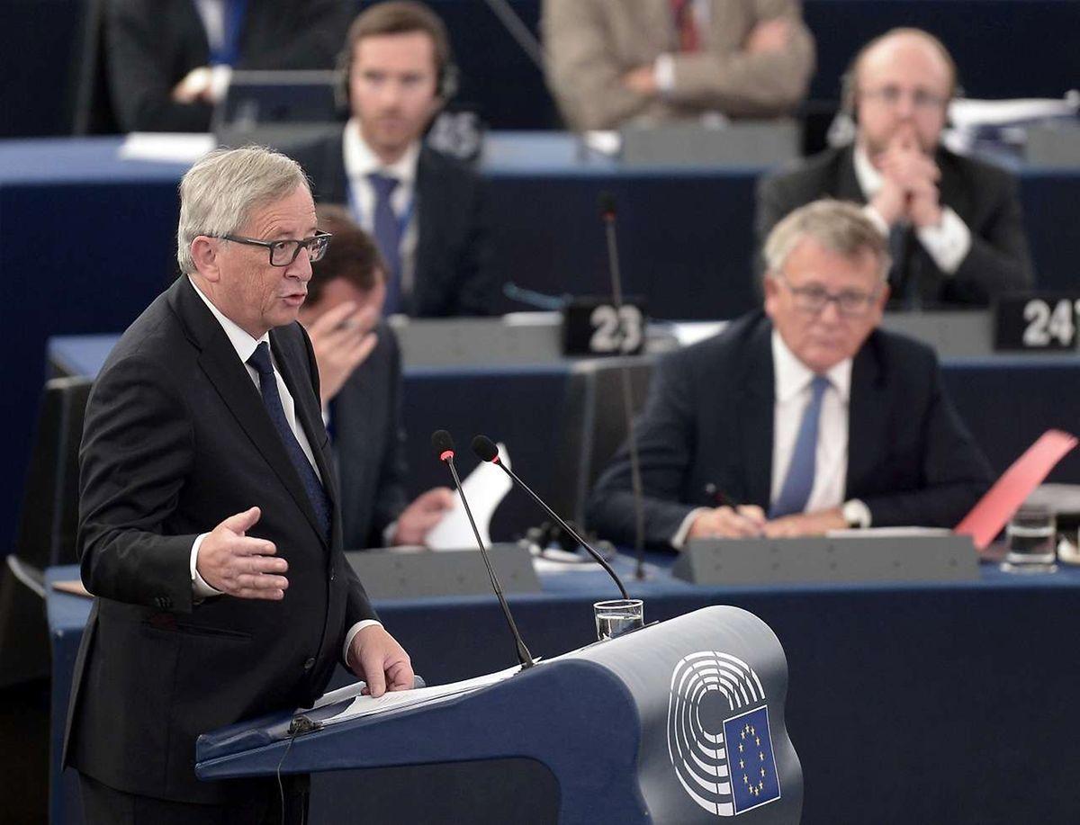 Juncker quer que os estados membros recebam mais 120 mil refugiados, depois de ter proposto em Maio 40 mil