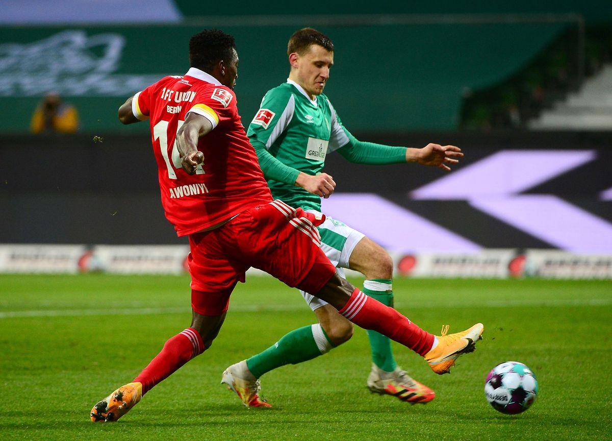 Taiwo Awoniyi, hier gegen Bremens Maximilian Eggestein (r.), erzielt das 2:0 für Union Berlin.