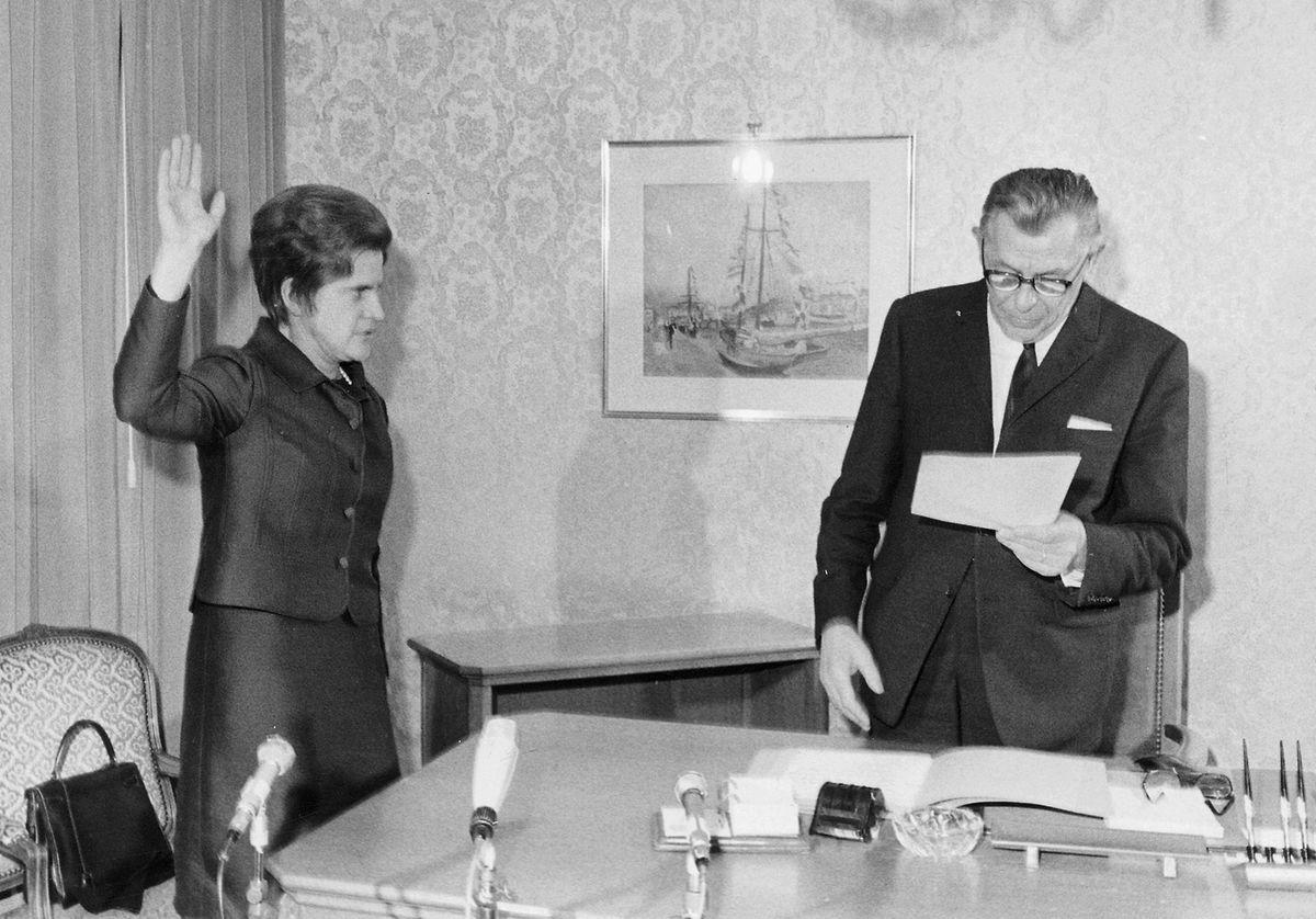 Colette Flesch wird zur Bürgermeisterin der Stadt Luxemburg vereidigt.