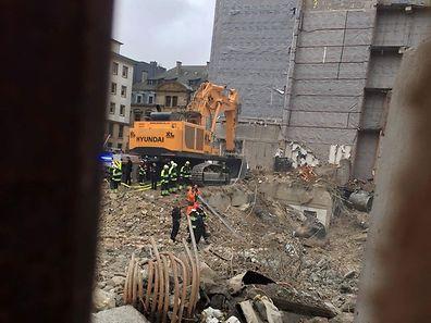 Le chantier a ainsi été momentanément arrêté, afin d'éclaircir les circonstances de cet incident.
