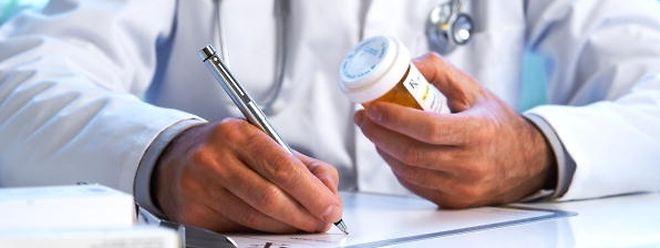 Arzt, Rezept, Medikament.