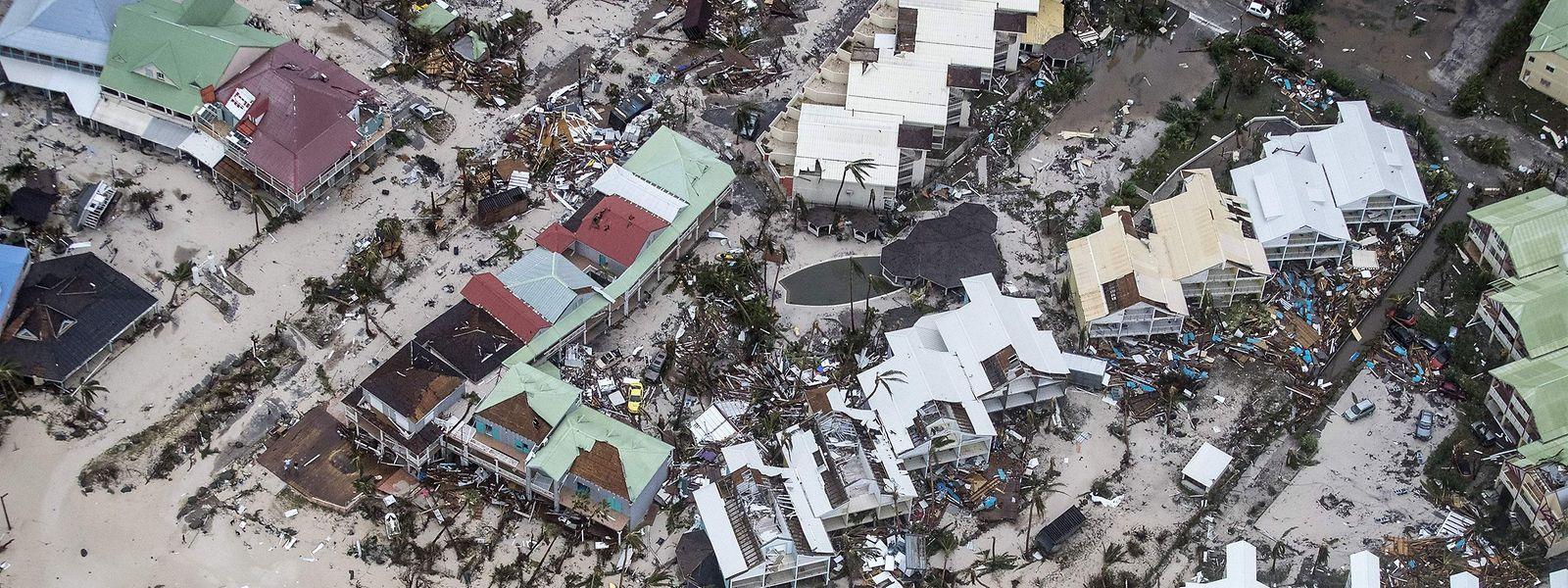 Die Luftaufnahme zeigt die verheerenden Schäden des Hurrikans Irma in Philipsburg auf der niederländischen Karibikinsel Sint Maarten.