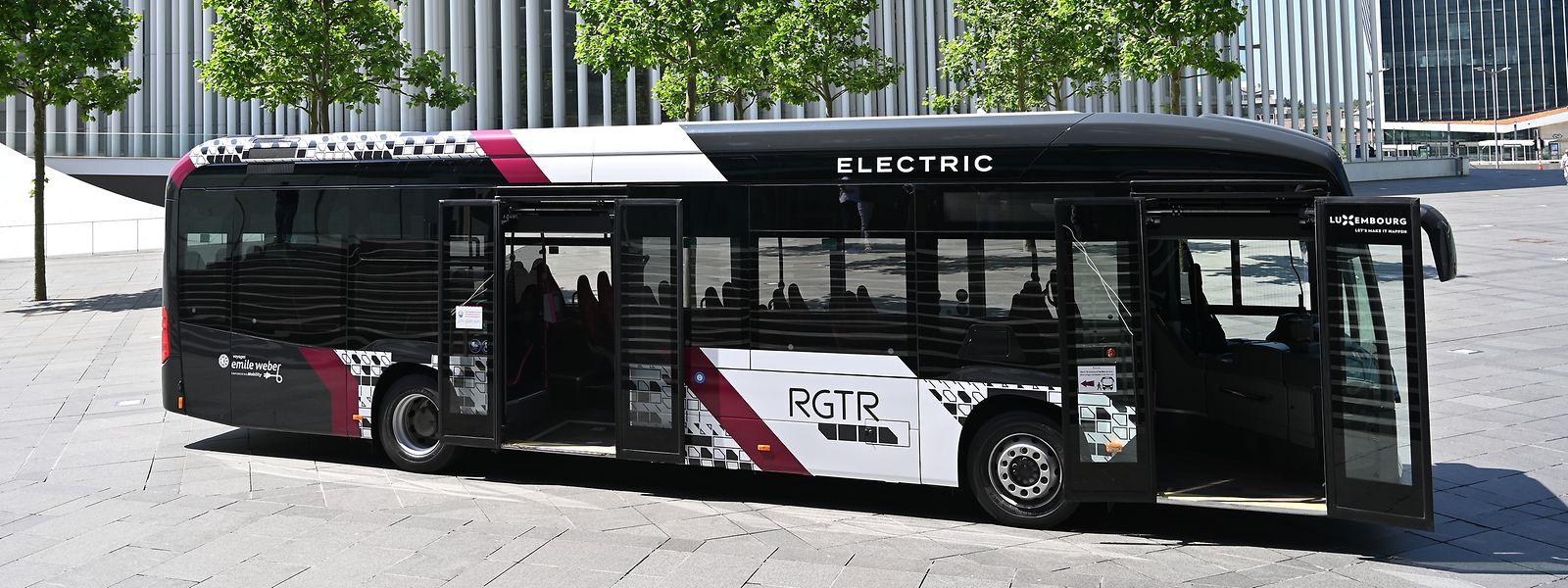 Auch wenn die RGTR-Busse ein einheitliches Aussehen erhalten, bleibt die Firmenidentität der einzelnen Dienstleister durch die Farbgebung weiter erhalten.