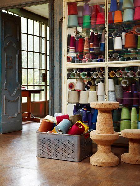 Jasper Morrison hat für das MöbelunternehmenVitra die Hockerserie namens Cork Family entworfen.