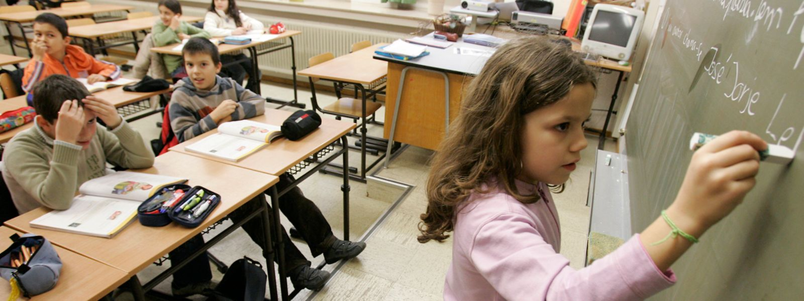Esta segunda-feira, 46.870 alunos do ensino fundamental regressaram às aulas. A escola do Brill, em Esch, tem 800 alunos, e a maio ria são portugueses