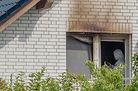 Die Spurensicherung hat die Arbeit in dem beschädigten Haus aufgenommen.