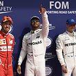 Lewis Hamilton (Mitte) feiert seine Pole Position in Spa-Francorchamps.