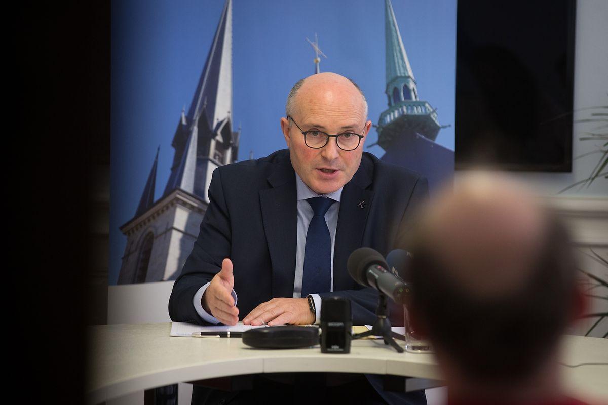 Nach der offiziellen Präsentation durch Innenminister Kersch bezog Generalvikar Leo Wagener Stellung zum Fonds. Die Kirche will beim Fonds die Mitglieder der Kirchenräte einbeziehen.