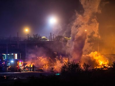 Firefighters work to extinguish the blaze at the Grande-Synthe migrant camp