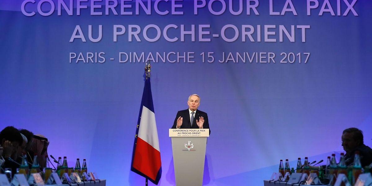 Der französische Außenminister Jean-Marc Ayrault konnte Delegationen aus Rund 70 Länder begrüßen.
