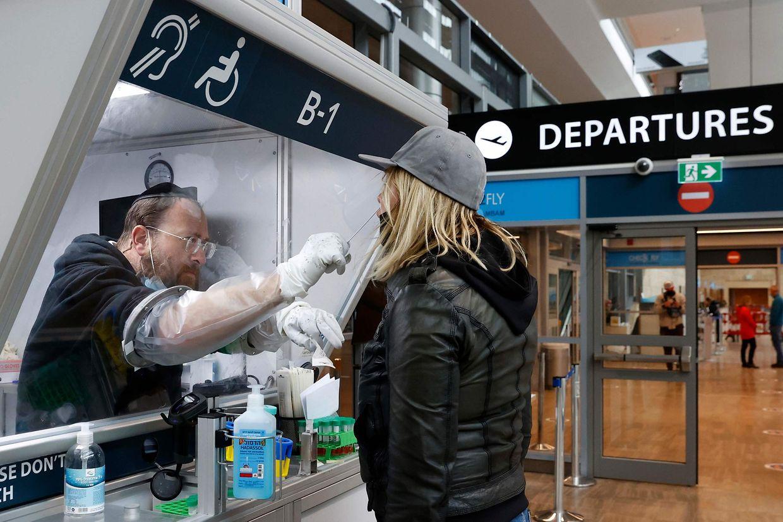La présentation d'un test nécessaire devra être effectué avant tout voyage en avion à destination de la France ou du Luxembourg notamment.