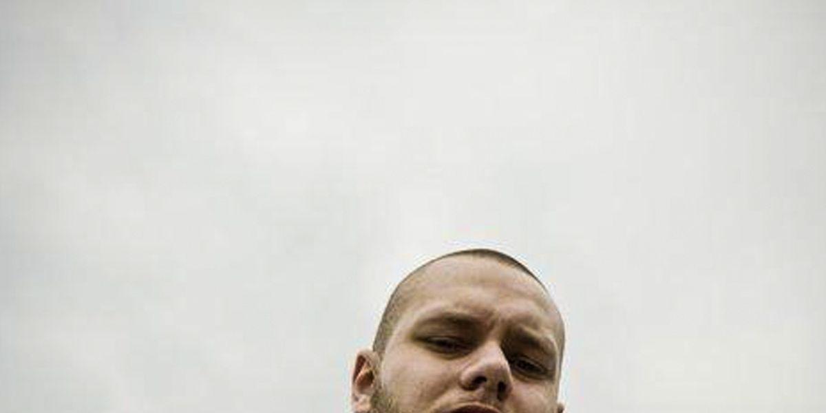 """Steve Douarte im Jahr 2011, als er unter dem Künstlernamen """"Pollo"""" ein Rap-Album mit dem Titel """"En attendant"""" aufnahm."""