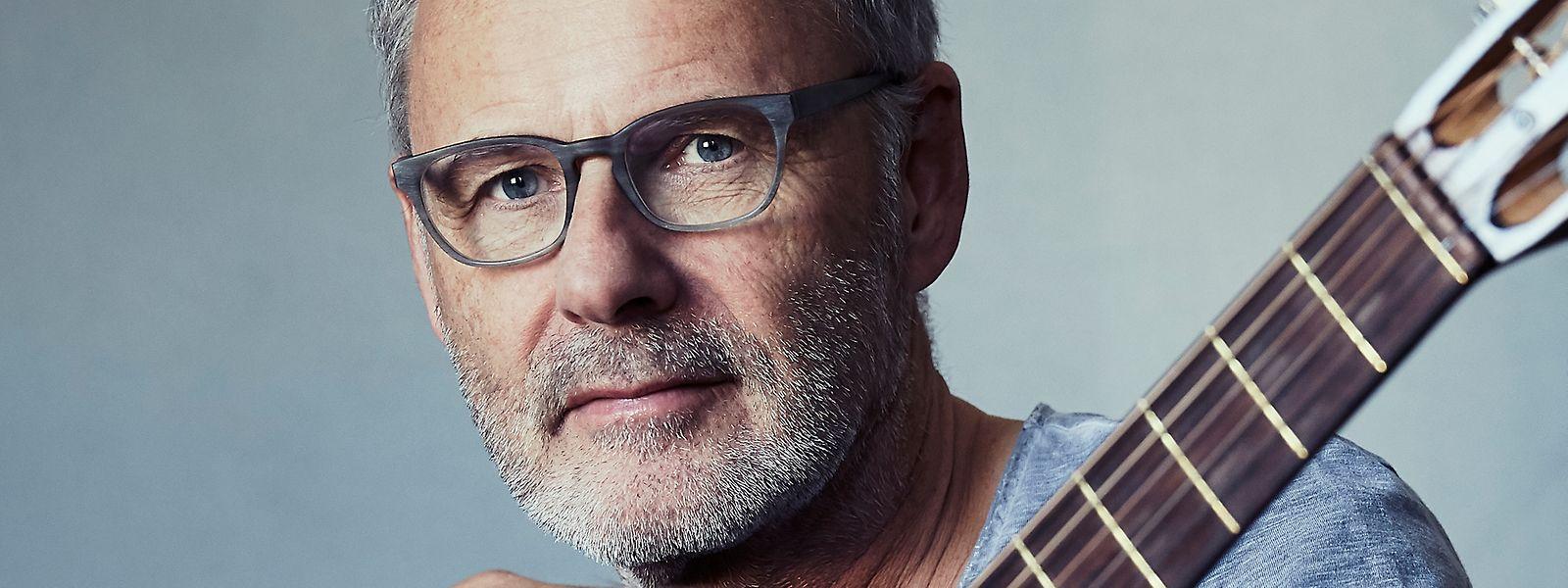 """Reinhold Beckmann ist nicht nur einer der bekanntesten TV-Journalisten Deutschlands. Inzwischen legt er als Musiker mit """"Haltbar bis Ende"""" sein drittes Album vor."""