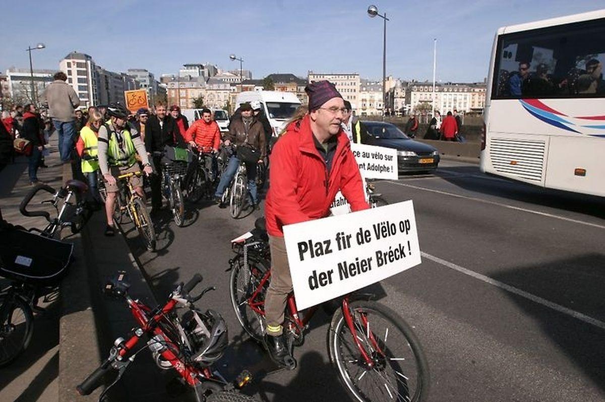Gust Muller, présdient de la LVI: «Nous aurions aimé que le tablier du pont soit élargi afin qu'il y ait de la place pour tout le monde: les voitures, le tram et les cyclistes.»