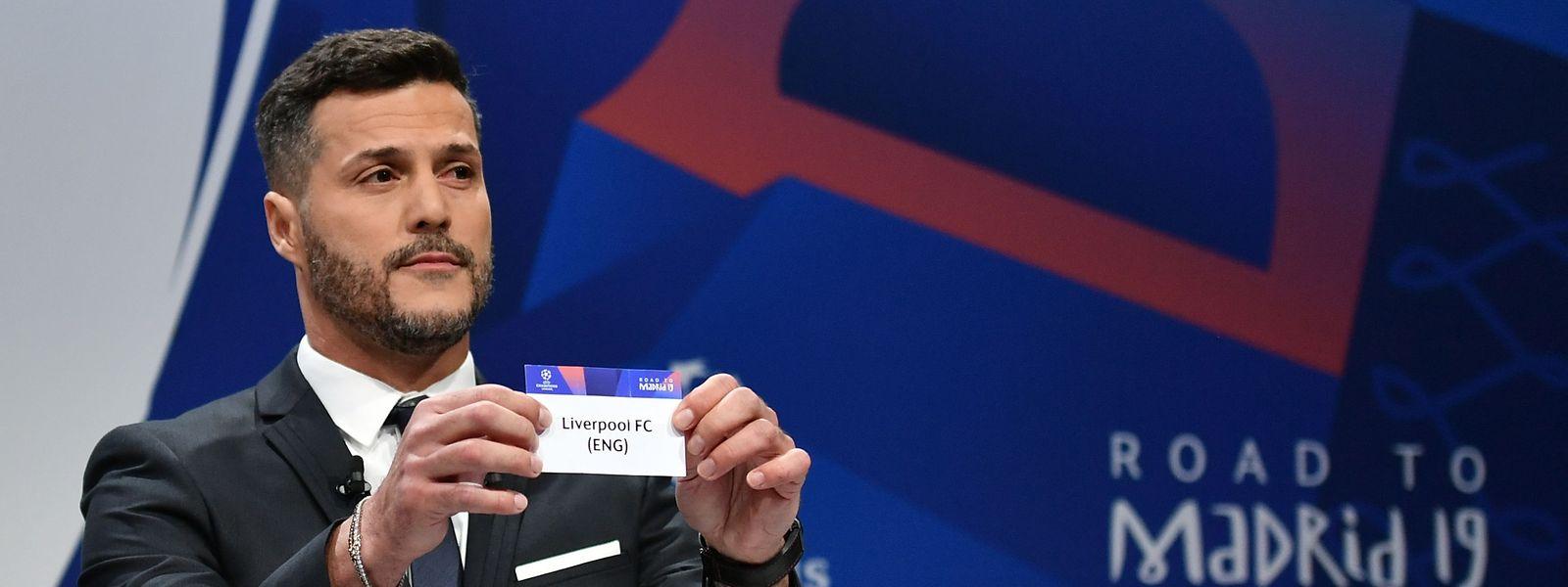 Der ehemalige brasilianische Torwart Julio Cesar zieht die Champions-League-Paarungen in Nyon.