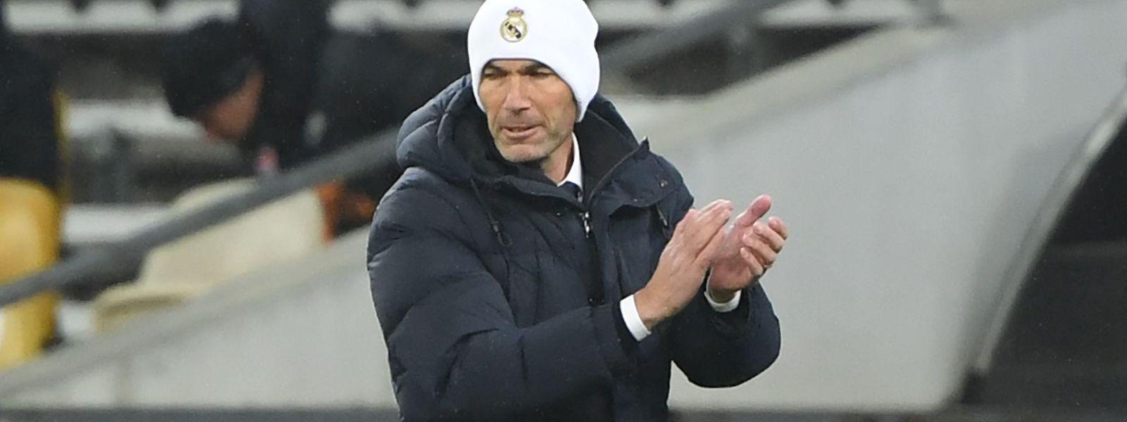 Cette victoire permet à l'entraîneur Zinédine Zidane de conserver son poste.