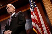 """Senator John McCain lieferte die entscheidene """"Nein""""-Stimme."""