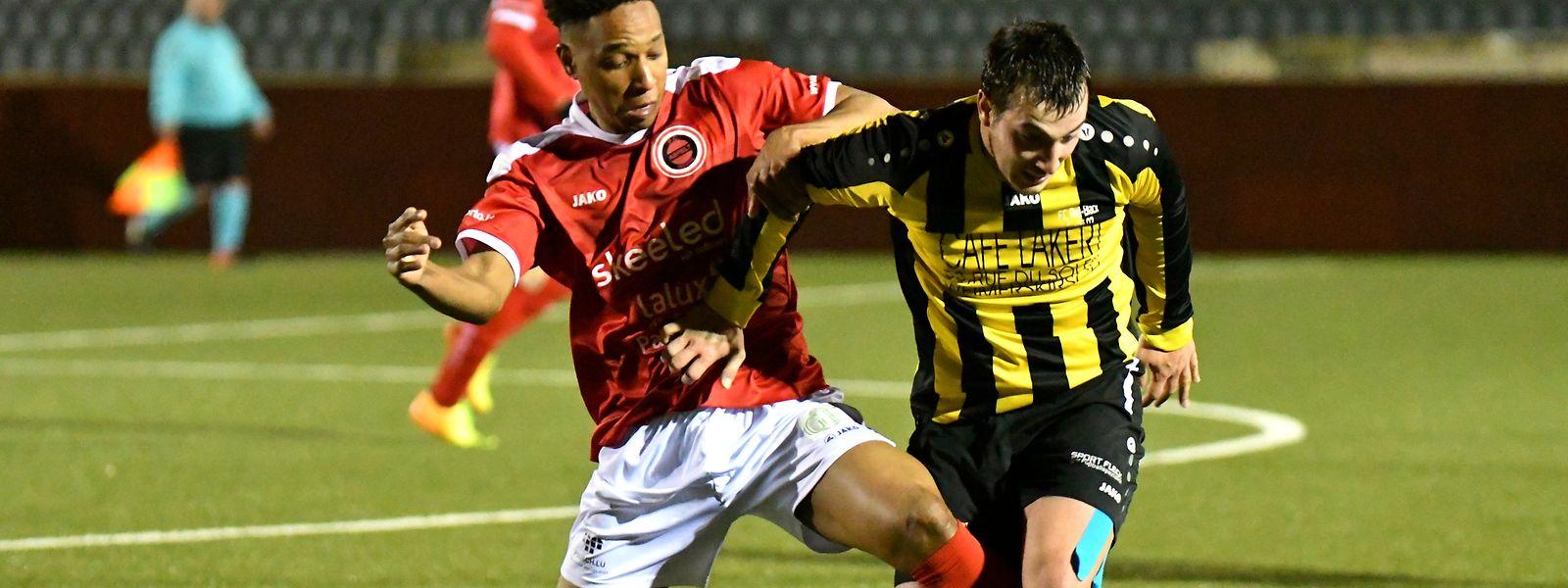 Steve Guedes (Red-Black Egalité, en jaune et noir) s'est imposé (1-0) face à Albertino Tavares et les Red Boys Aspelt, en D1, Série 2