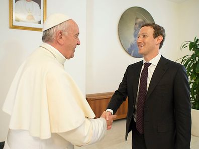 Pope Francis shakes hands with Facebook CEO Mark Zuckerberg during a meeting at the Vatican August 29, 2016. Osservatore Romano/Handout via Reuters ATTENTION EDITORS - THIS IMAGE WAS PROVIDED BY A THIRD PARTY. EDITORIAL USE ONLY. NO RESALES. NO ARCHIVE.