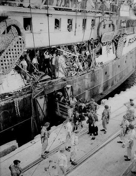 1947 erlangt das jüdische Flüchtlingsschiff Exodus weltweite Berühmtheit.