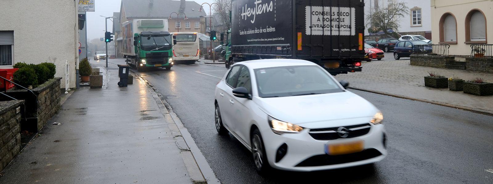 Angesichts des täglichen Verkehrsaufkommens auf der N7, und mit Blick auf die Lebensqualität der Anwohner, führt an einer Ortsumgehung für Hosingen eigentlich kein Weg vorbei.