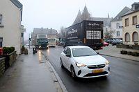 Verkehr auf der N7 in der Ortsmitte von    Hosingen / Foto: Armand WAGNER