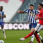 Benfica 'empata' FC Porto e deixa Sporting a dois pontos do título