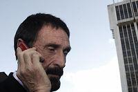 Der amerikanische Software-Pionier John McAfee am 05.12.2012 vor einem Gericht in Guatemala.