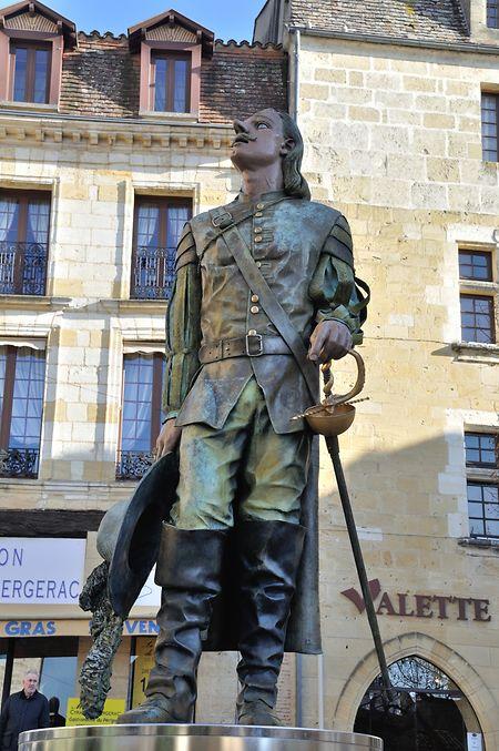 Auf der Place Pélissière in Bergerac steht zu Ehren der fiktiven Figur eine Statue.