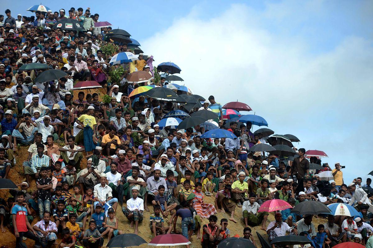 Tausende Rohingya-Flüchtlinge haben mit Demonstrationen in Bangladesch an die Gewalt des myanmarischen Militärs vor zwei Jahren erinnert.