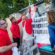 Wahlplakate kleben - LSAP mam Marc Angel, Foto Lex Kleren