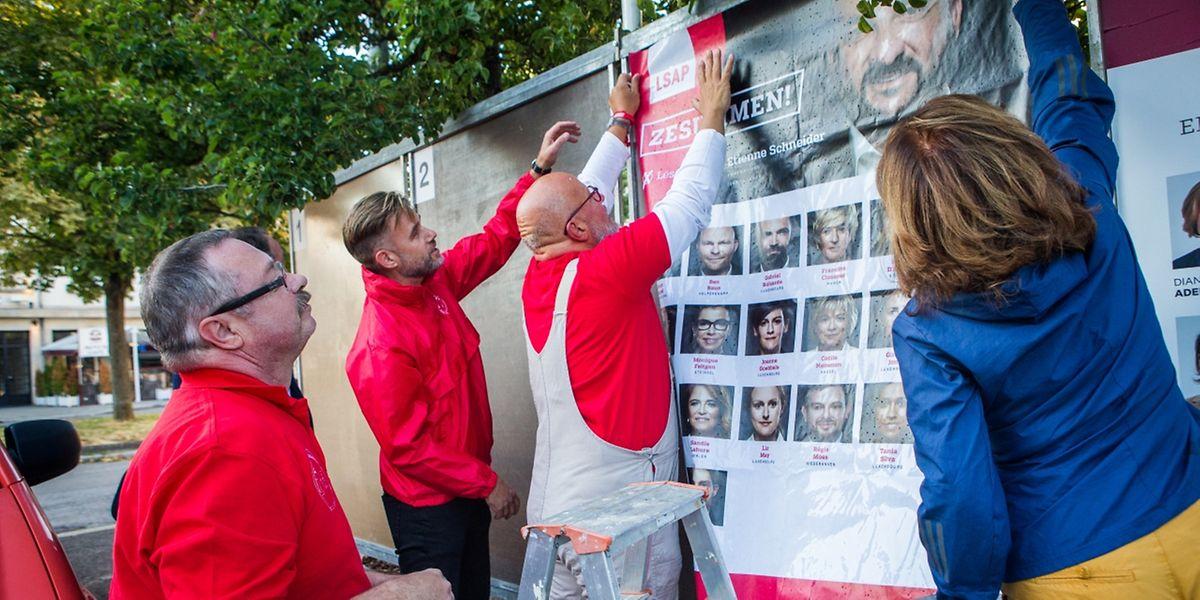Am Wochenende stand der Kleber hoch im Kurs: Die Partein haben ihre Wahlplakate angebracht.