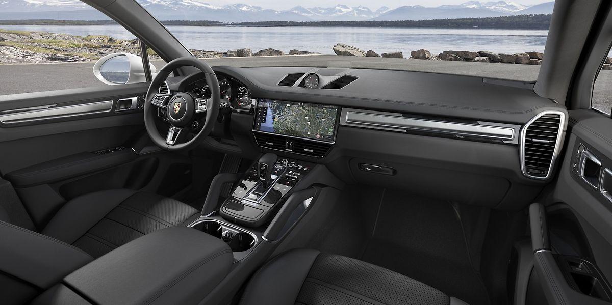 Auch im Interieur wurde die Porsche-Identität modern interpretiert. Anzeige- und Bedienelemente bilden ein harmonisches Gesamtkonzept.