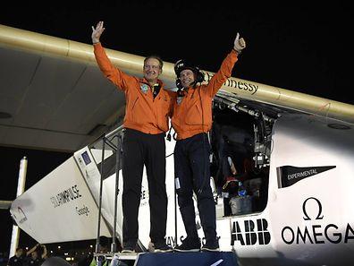 Les deux pilotes ont fièrement accompli leur mission!