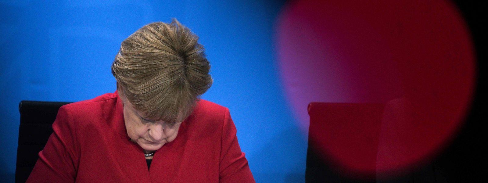 """Bundeskanzlerin Angela Merkel bedauert, dass sie das Gedicht als """"bewusst verletzend"""" bezeichnet habe. Dies hätte den Eindruck erzeugt, dass ihre persönliche Bewertung zähle."""