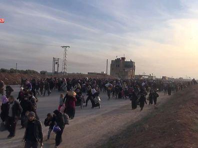 Selon l'ONU, 20.000 personnes se bousculent déjà côté syrien au poste-frontière de Bab al-Salama.