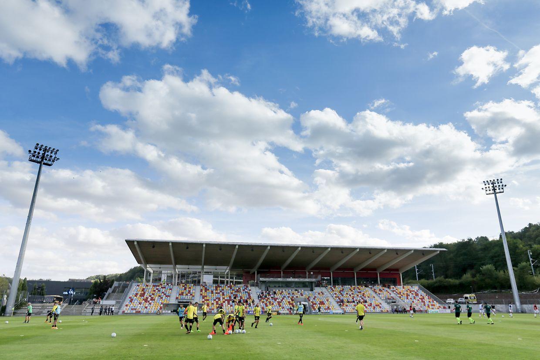 Vu d'ensemble du stade d'Oberkorn avant la rencontre.