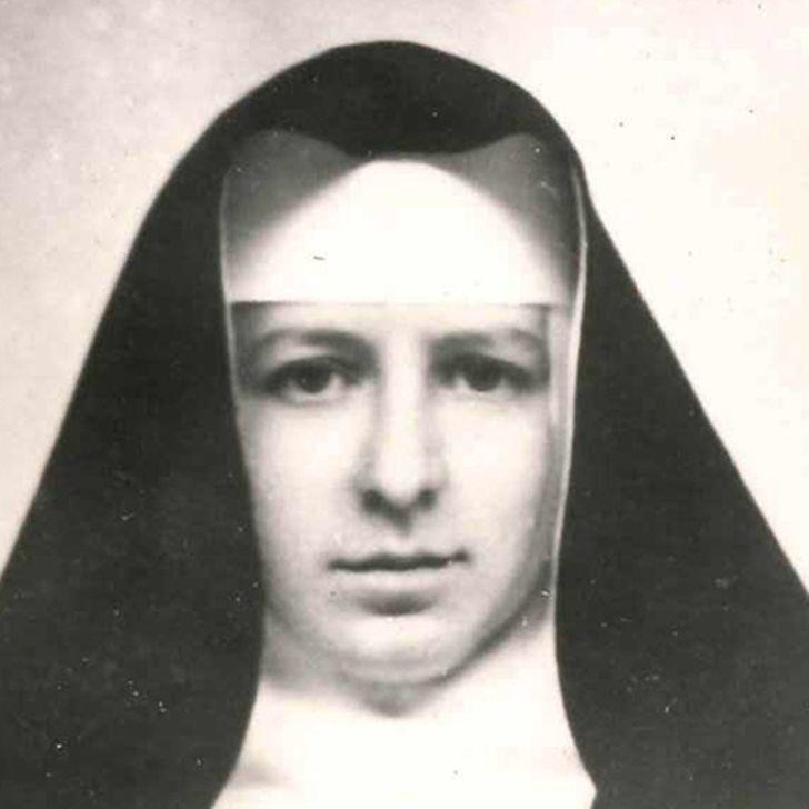 Marie-Josée Thill com 15 anos, em 1943, seguida do seu retrato com vinte e poucos anos, altura em que entrou para o convento
